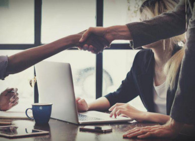 Empreendedores e investidores precisam sair dos lados opostos da mesa, formando um único time