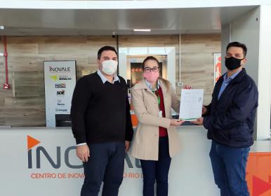 """Sicredi UniEstados firma parceria com o Centro Inovale para instalação do """"Espaço Sicredi"""""""