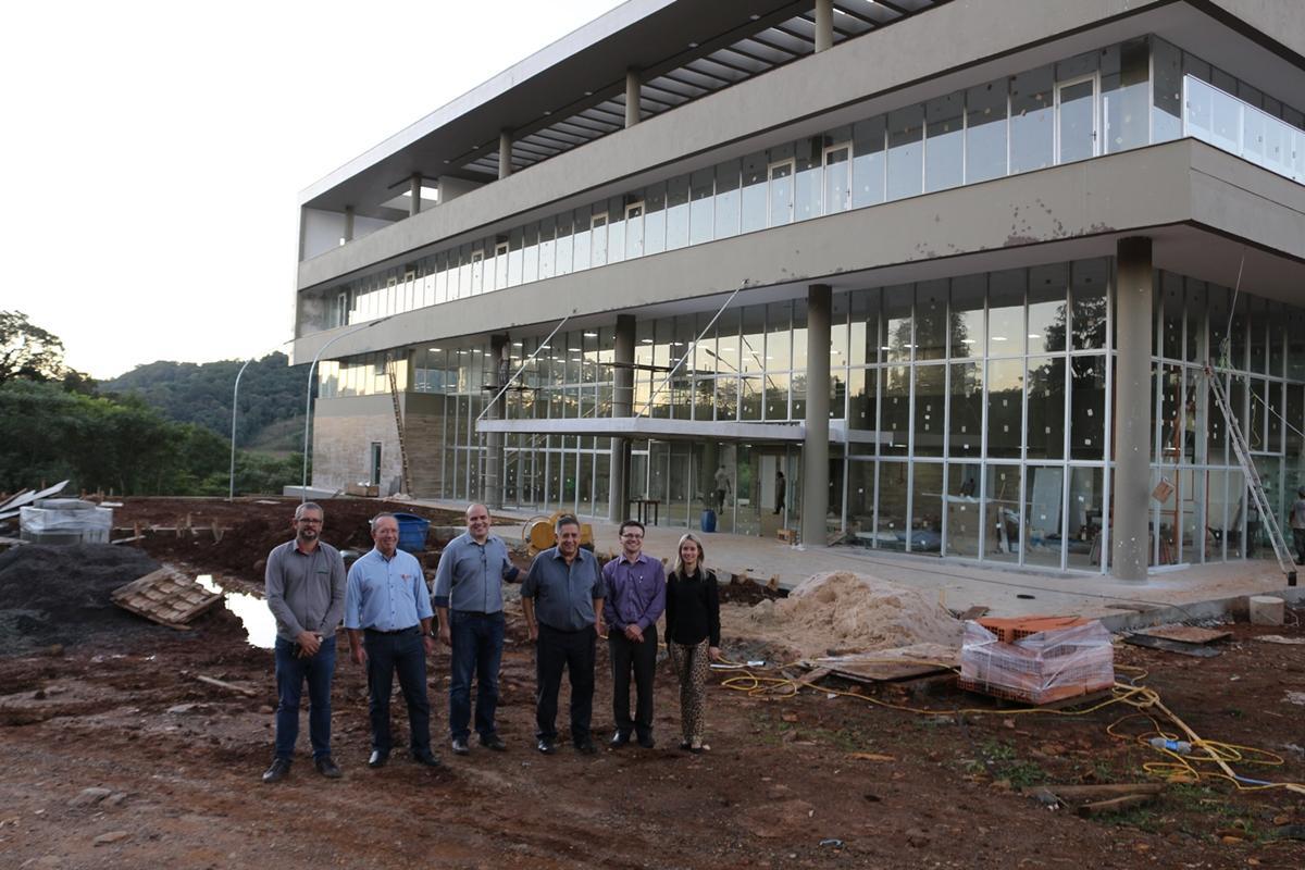 Conselheiros da Fundação Cetepi visitam obras do Centro de Inovação