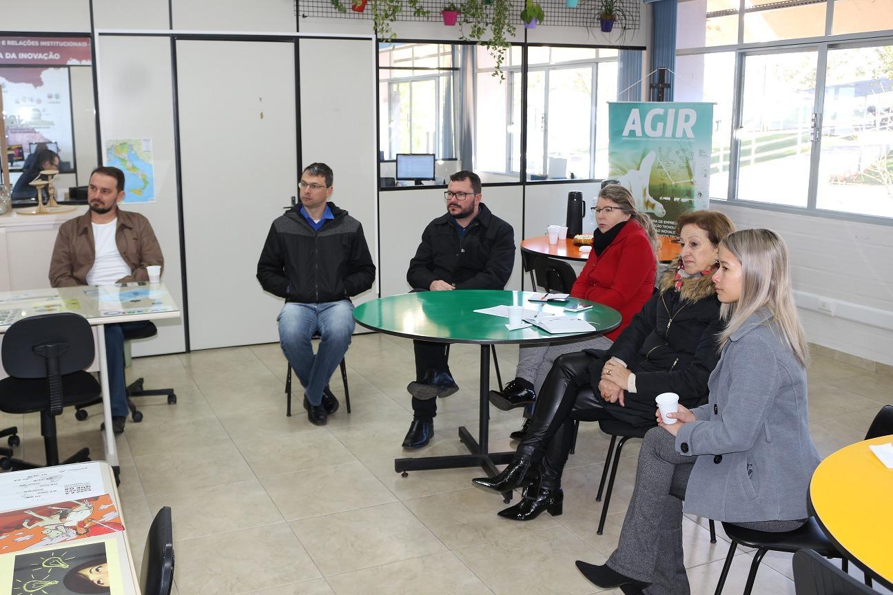 Lideranças de Capinzal conhecem ecossistema de inovação do Polo Inovale