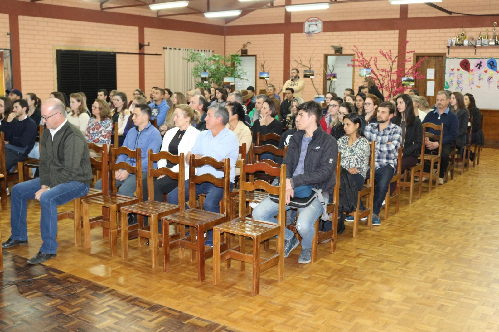 Empreendedor Severino De Déa realiza palestra em Água Doce