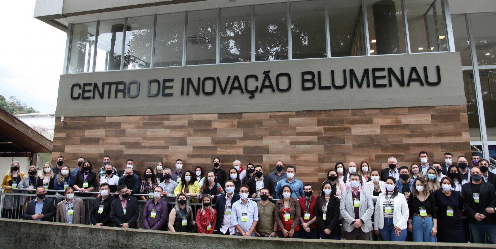 Inovale participa de encontro da Rede Catarinense de Centros de Inovação em Blumenau