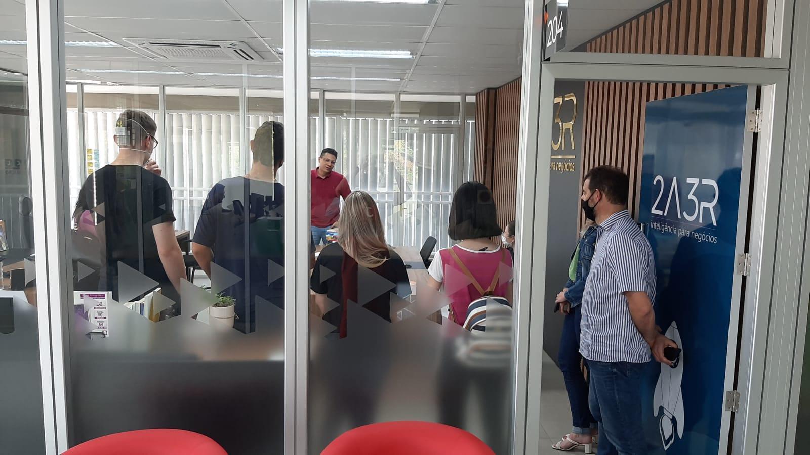 Estudantes que participam do Programa Geração Empreendedora visitam o Polo Inovale